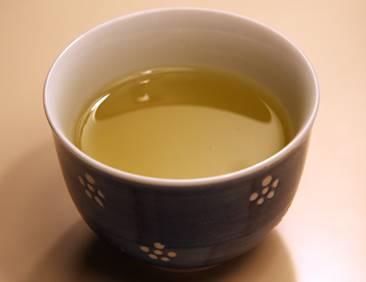お茶は何を飲む?逆流性食道炎の治療とお茶の種類